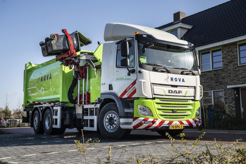 daf elettrico  First-DAF-CF-Electric-refuse-collection-truck-delivered-to-ROVA-02-1024x683